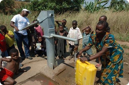 La magie de croire, un bel exemple de persévérance: la pompe à eau