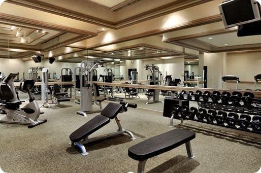 Salle de fitness: gagner de l'argent, c'est comme faire de l'exercice pour avoir un beau corps