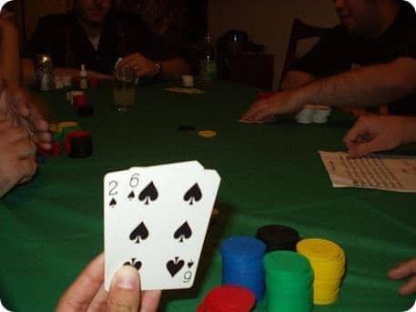 Que feriez-vous avec cette main au poker?