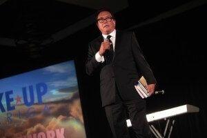 Robert Kiyosaki en train de donner une conférence crédits photo © Gage Skidmore