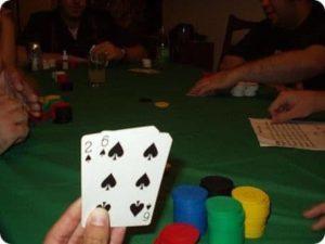 Jouer au poker pour développer la confiance en soi